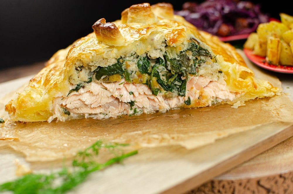 Salmon en croute pn a chopping board ready to serve