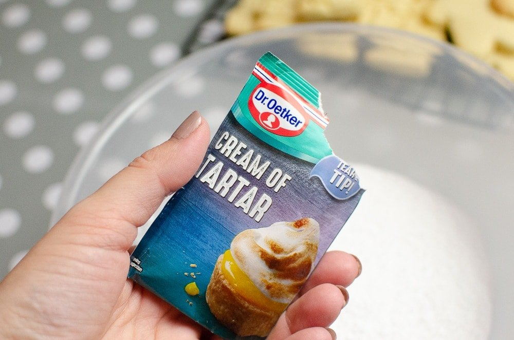Dr. Oetker cream of tartar sachets added to royal icing to stablise egg