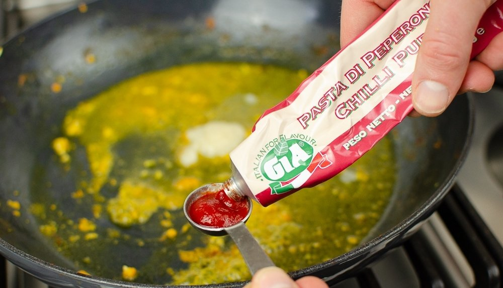Gia Chilli Puree being used for curry Paste